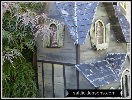 Amazing Haunted Halloween Dollhouse