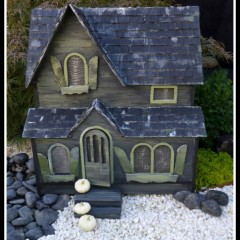 Haunted Halloween Dollhouse