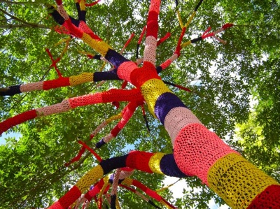 yarn bombinb, yarn bombed tree, street art