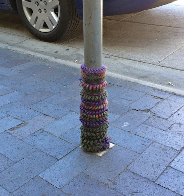 Yarn Bombing, Yarn bombed tree trunk