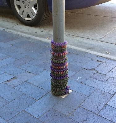 Yarn Bombing, Yarn bombed tree trunk