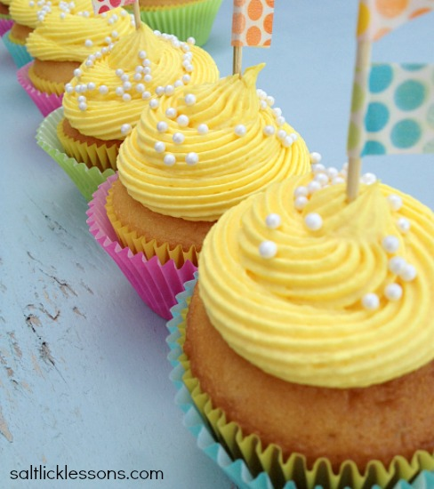 Springtime celebrate spring, cupcakes, cupcakes for spring, buttercream cream cheese frosting