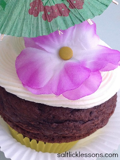 Hawaiian theme jumbo cupcakes, dessert, cupcakes