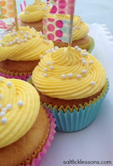 tasty springtime cupcakes, celebrate spring, buttercream cream cheese frosting