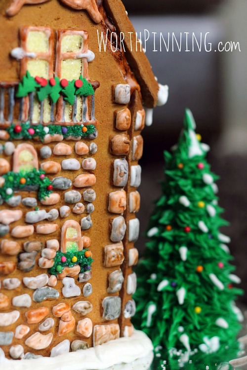 Gingerbread house from WorthPinning.com